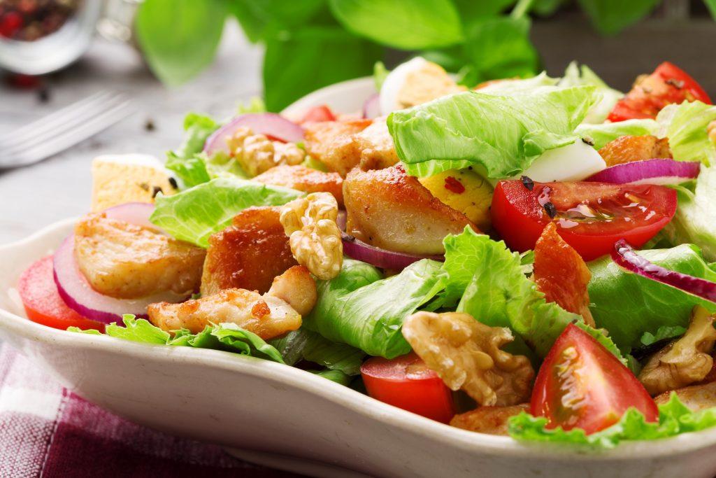 Wer keine Pizza und Nudelgerichte möchte, für den wäre doch ein Salat genau das Richtige