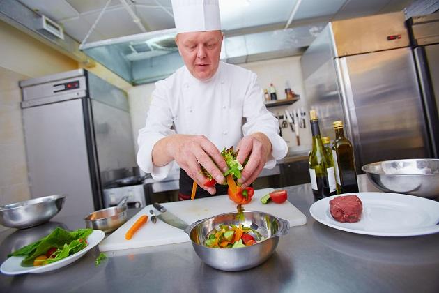 Am liebsten kocht Alfons Schuhbeck mit Freunden, anderen Köchen oder auch Bäckerinnen: Am liebsten aber mit Elmar Wepper.
