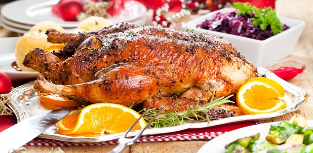 Gänsebraten mit Hackfleisch gefüllt ist ein ideales Festtagsessen für Weihnachten. (#01)