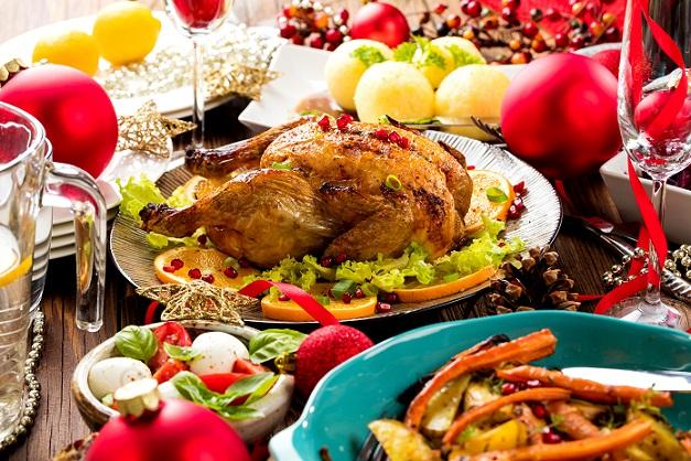 Ganz klassisch wird die Gans mit Hackfleisch Füllung mit Kartoffelklößen und Rotkraut serviert.(#02)