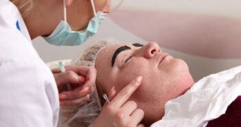 Kosmetikbehandlungen gegen unreine Haut