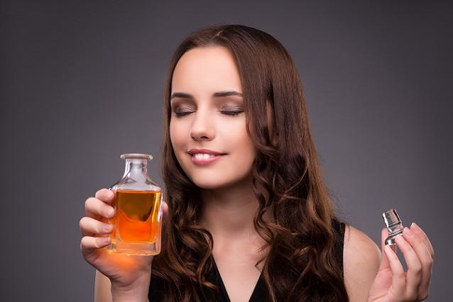 Ist der Duft einmal aufgetragen, ist die Duftintensität lange Zeit gleich und noch nach Stunden wahrzunehmen. (#02)