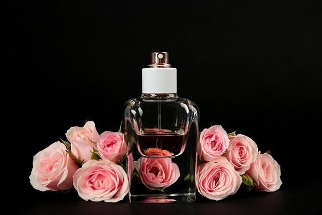 Nicht selten wird der Name eines Duftes passend zum Parfüm gewählt. (#04)