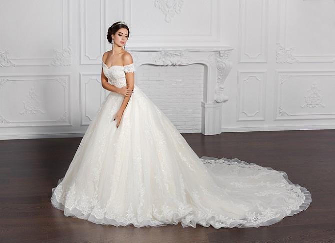 Von Disney inspiriert wirken diese Hochzeitskleider wie zauberhafte Roben. Die Braut selbst wird quasi zur Prinzessin, die endlich ihren Traumprinzen heiraten kann. Genau das ist das Happy End, das sie sich schon als Kind ersehnt haben.(#02)