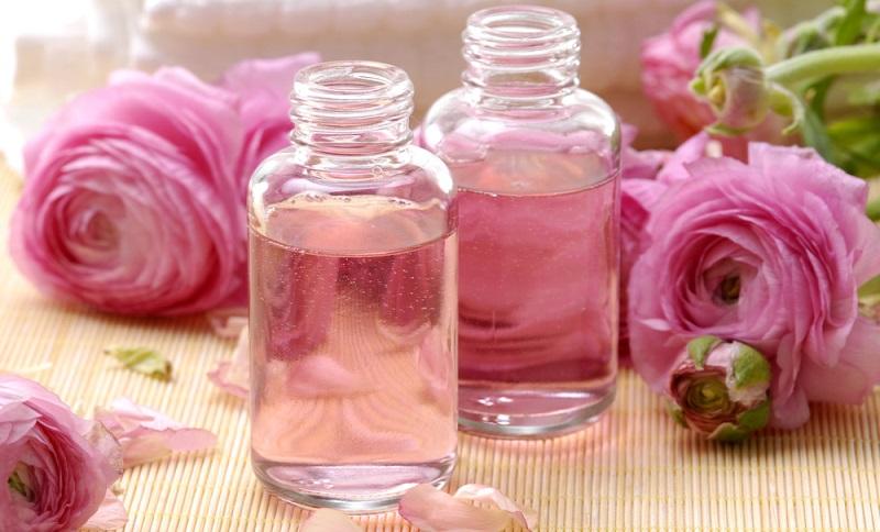 Dieses natürliche Öl wird bereits seit Jahrhunderten für die Pflege der Haut verwendet. Sehr gerne wird beispielsweise zu Rosenöl gegriffen, das auch heute noch in den Pflegeprodukten verwendet wird. (#01)