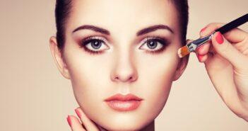 Wangenknochen betonen – dem Gesicht eine neue Form geben