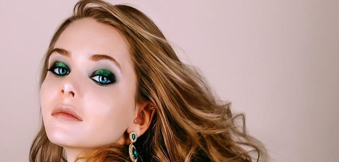 Blaue make up haare blonde augen Haar