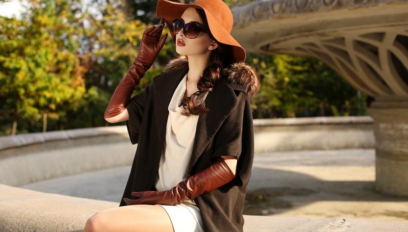 Neben Wolle taucht auch Leder in den aktuellen Kollektionen der bekannten Designer immer wieder auf.