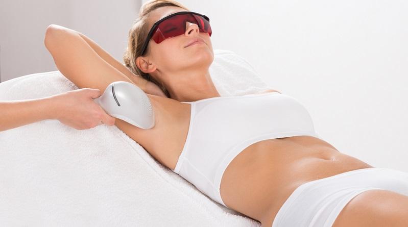 Die Laser-Haarentfernung ist eine dauerhaft anhaltende Behandlungsmethode. (#02)