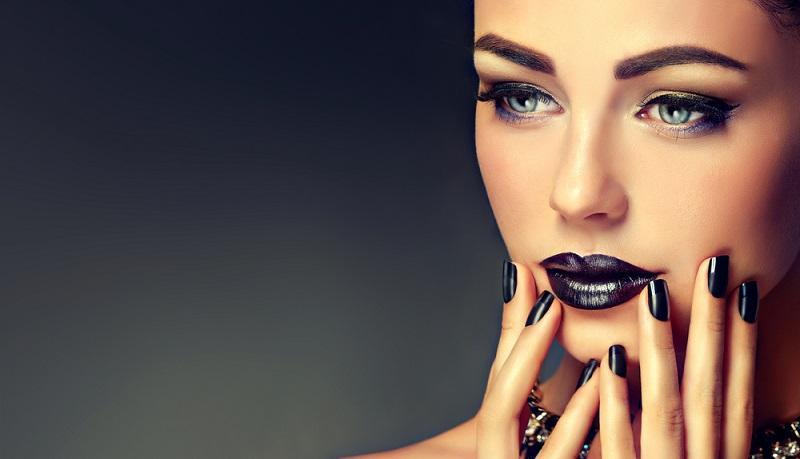 Nix da Gothic: Schwarzer Nagellack steht jeder Frau! (#02)