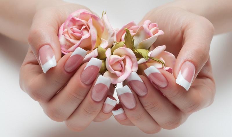 Nicht umsonst sind French Nails auf allen Laufstegen zu sehen und alle großen Designer setzen auf Models, die ihre Nägel in diesem Ton verschönert haben. (#06)