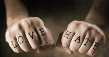 Tattoo am Finger: Das sollten Sie wissen