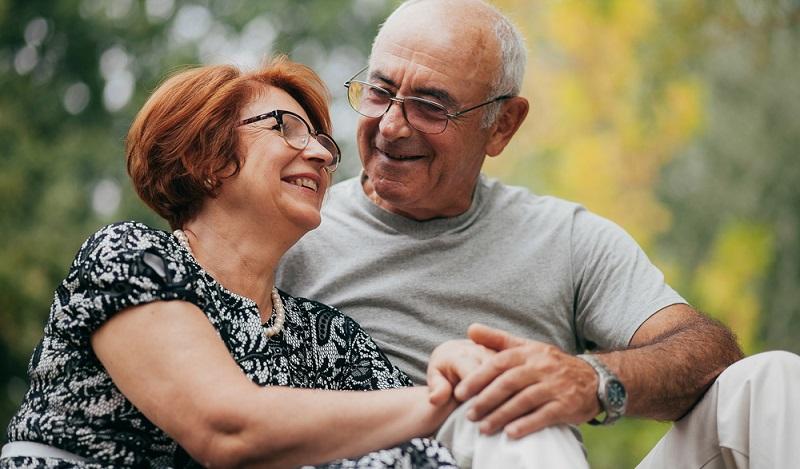 Normalerweise lässt spätestens ab dem 45. Lebensjahr das Auge nach und es stellt sich eine Alterssichtigkeit ein.