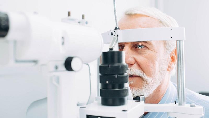 Die Trübung der Linsen scheint vor allem mit dem Alter zusammenzuhängen, denn es gibt eine hohe Anzahl an Erkrankten im fortgeschrittenen Alter.