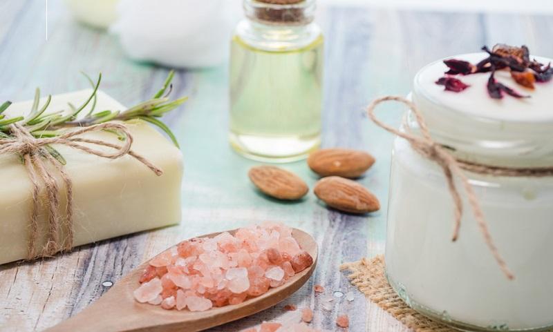 Auf den Märkten und in den Läden gibt es ein breit gefächertes Angebot an qualitativ hochwertigen Kosmetikartikeln.