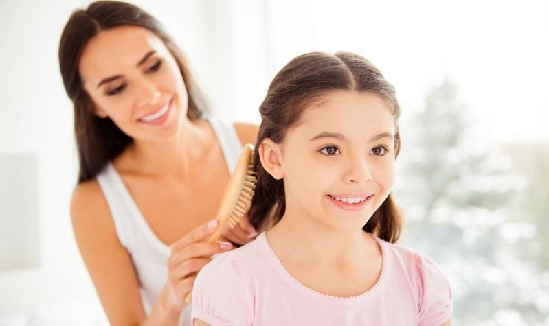Sie scheint schon fast philosophische Züge anzunehmen: die Diskussion um die richtige Haarbürste.  (Foto: Shutterstock- Roman Samborskyi )
