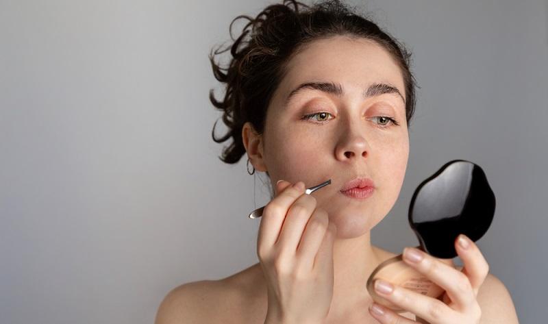 Ein Damenbart kann nicht nur optisch, sondern auch <strong>psychisch eine sehr starke Belastung</strong> sein. ( Foto: Shutterstock-15 STEKLO)
