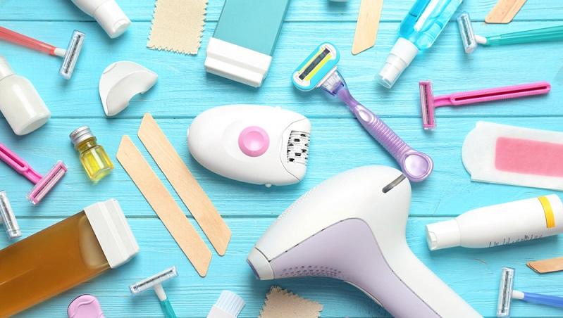 Die einen sind der Meinung, die Haarentfernung ginge am besten mit einem einfachen Rasieren. Andere wiederum setzen chemische Produkte oder sogar den Laser ein, um die lästigen Härchen loszuwerden. ( Foto: Shutterstock- New Africa)
