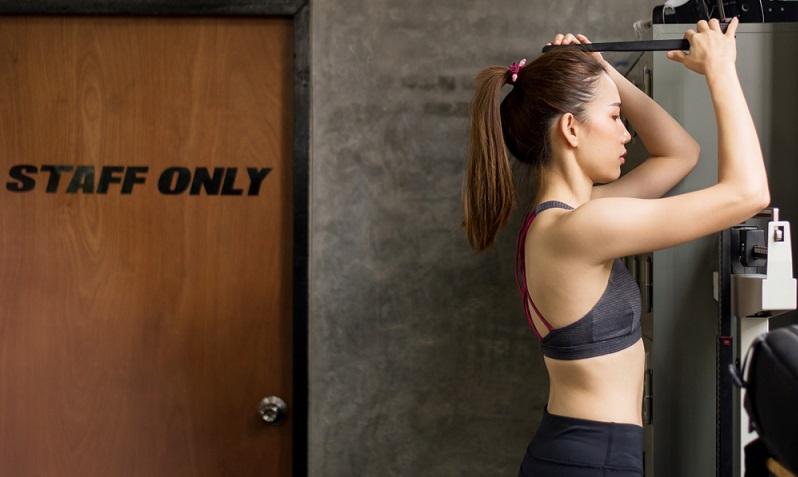 Mädchen finden immer etwas, was sie an sich auszusetzen haben und meist sind es die Dinge, die sie gar nicht beeinflussen können. So wie die Körpergröße! ( Foto: Shutterstock- GBALLGIGGSPHOTO )